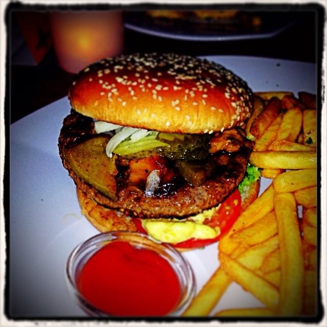 Bernstein Burger mit mediterranem Grillgemüse