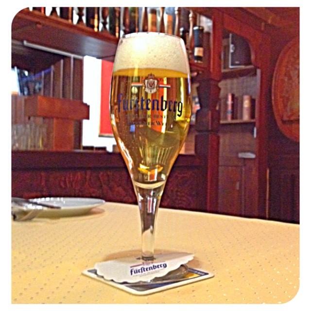 Ein kleines, leckeres Fürstenberg-Feierabendbier: Prost