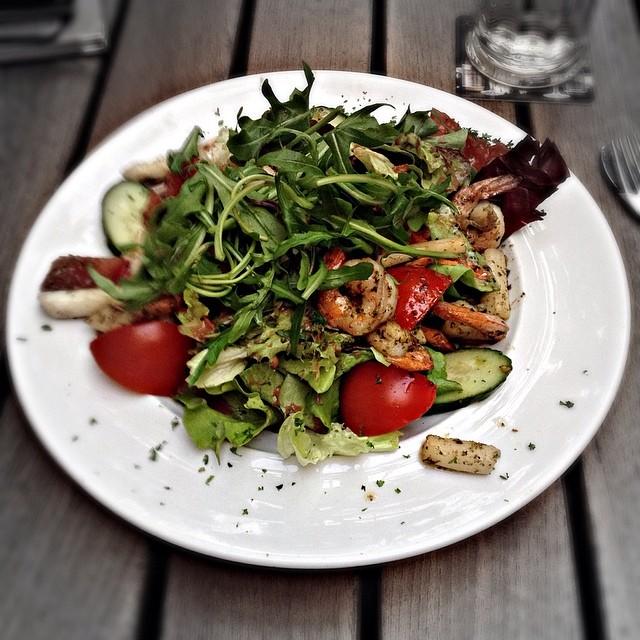 Salat mit Spargel und Garnelen @Brasserie Bernstein