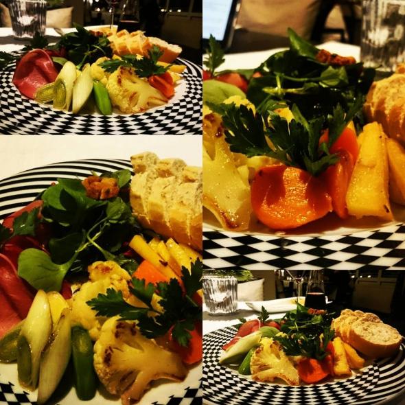 Nordische Antipasti mit Möhren, Porree, Blumenkohl und Pastinaken mit Schinken und Baguette Nordic Antipasti of carrots, leek, cauliflower and parsnips with ham and baguette