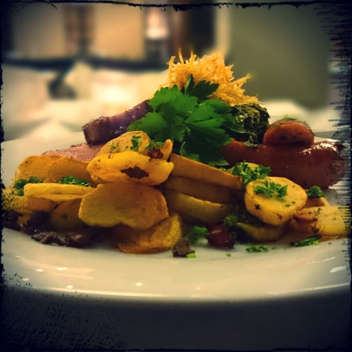 Grünkohl mit Mettwurst, Kassler und Bratkartoffeln