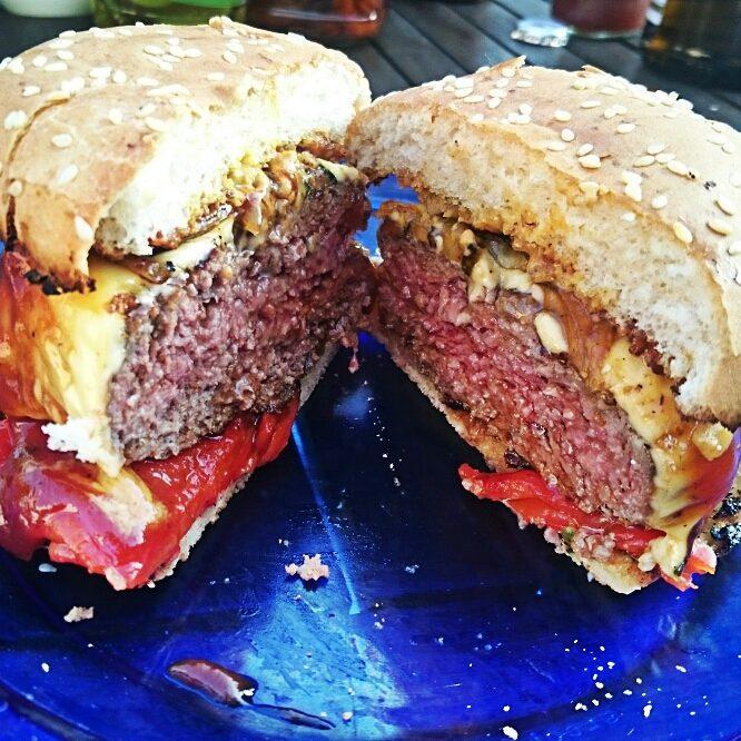Medium grilled Triple H: habanero-honey Hamburger.  Hot, sweet and juicy / scharf, suess und saftig
